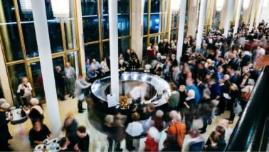 Staatsoper Hamburg Foyer viele Menschen