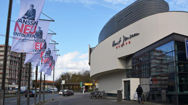 Außensicht des Horst-Janssen-Museums bei Tag.