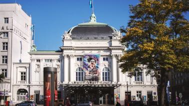 Außenansicht des SchauSpielHaus Hamburg bei Tag