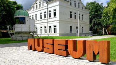 Außenansicht der FrauenORTE Niedersachsen Museums Nordenham am Tag.