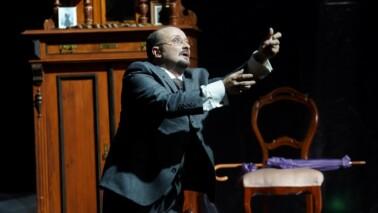 Norbert Ernst im Drama Die tote Stadt im Theater Kiel