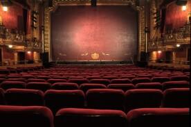 Theatersaal mit Blick auf die Bühne