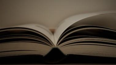 Foto eines aufgeschlagenen Buches.