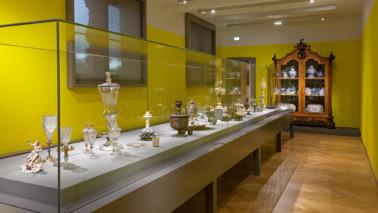 Foto mit Blick in den Raum zur Tafelkultur im 2. Obergeschoss des Herzog Anton Ulrich-Museums.