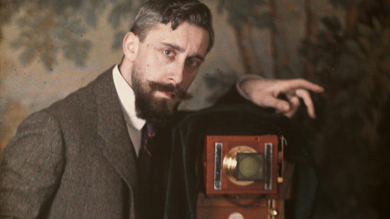 Selbstporträt des Fotografs Max Halberstadt. Teild er Ausstellung im Museum für Hamburgische Geschichte.