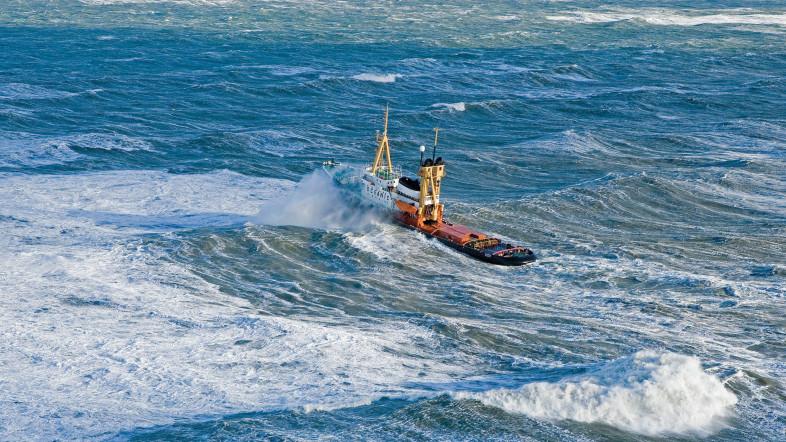 Der Hochseebergungsschlepper OCEANIC im Einsatz bei stürmischer See, Teil der Ausstellung: Schlepper - Kraftpakete in Aktion im Hafenmuseum Hamburg